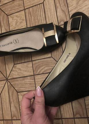 Туфли на танкетке чёрные