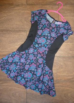 Платье с цветочным рисунком на 6-7 лет