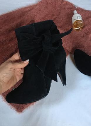 Классические ботинки ботильоны чёрные под замш на устойчивом каблучке