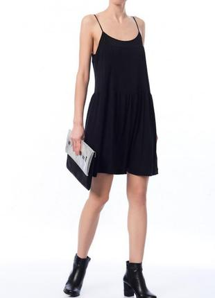 Трєндовое черное оверсайз платье сарафан на тонких бретельках zara