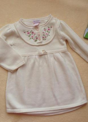 Теплое платье с вышивкой