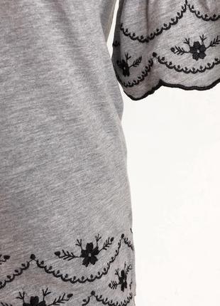 Блузочка с вышивкой очень симпатичная цвет серый черный s