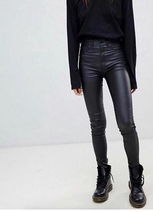 Хит сезона - кожаные джинсы