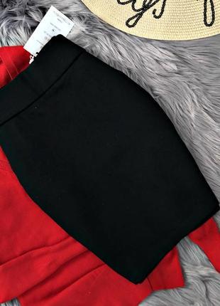 Классическая черная приталенная юбка