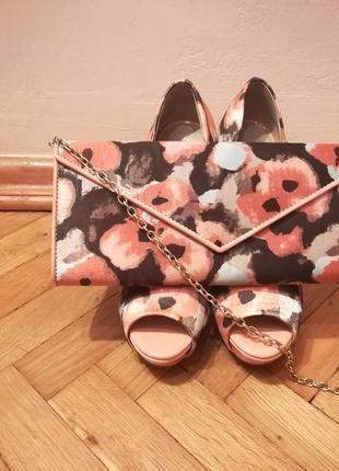 Яркие туфли и клатч aldo