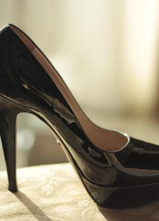 Лаковые туфли prada. оригинал