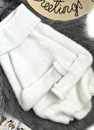 Шикарный белоснежный мягкий свитер с большим воротником