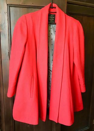 Пальто, полупальто красное осенне без застежек