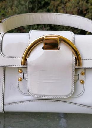 Белая лаковая сумка sergio rossi