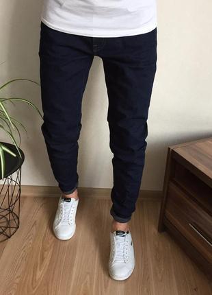 Крутые зауженные мужские джинсы uniqlo