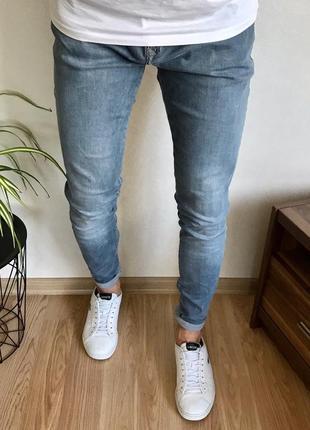 Стильные зауженные мужские джинсы river island