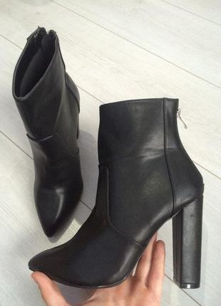 Шикарные новые ботинки 39р.