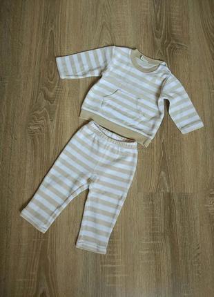 Велюровый костюм на мальчика/девочку 6-9 мес. от benetton baby