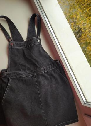 Милый темный серый джинсовый комбинезон ( сарафан ) от boohoo