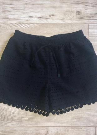 Брендовые чёрные шорты с перфорацией