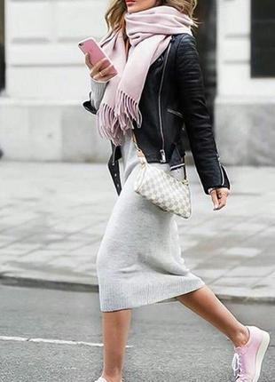 Сукня міді по фігурі.