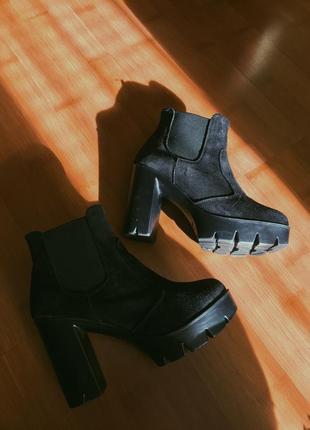 Ботинки замшевые на каблуке