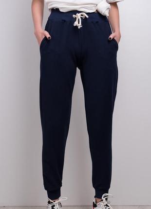 Стильные брюки спортивного кроя / удобные штаны / темно-синий
