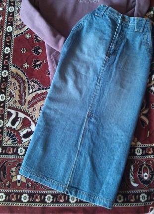 Супер джинсовая юбка миди с накладными карманами и разрезами