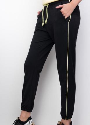 Удобные штаны с тонким лампасом / брюки в спортивном стиле / черный