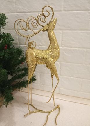 Декоративная статуэтка золотой олень bona.