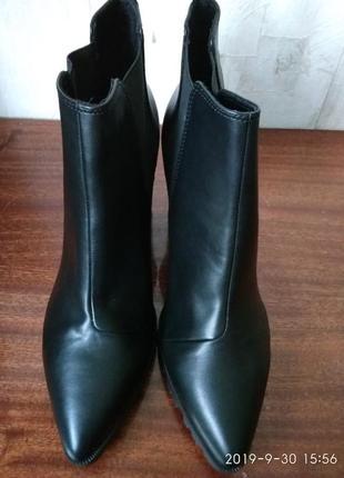 42р.h&m тренд.деми-ботинки (полусапожки, ботильоны) на рифленой подошве