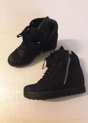 Ботинки-кроссовки  37р нат.кожа