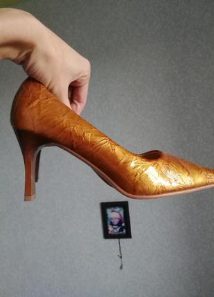 Винтаж шикарные золотые туфли длинный носок золотистые кожа кожаные