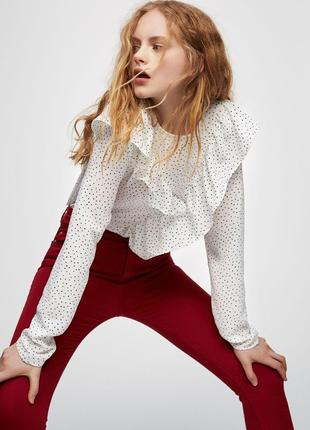 Нежная блузка блуза с жабо воланами в мелкие звезды puul&bear
