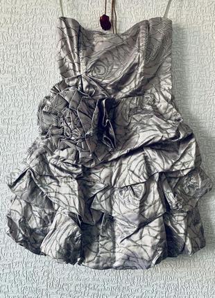 Нарядное платье цвета металик
