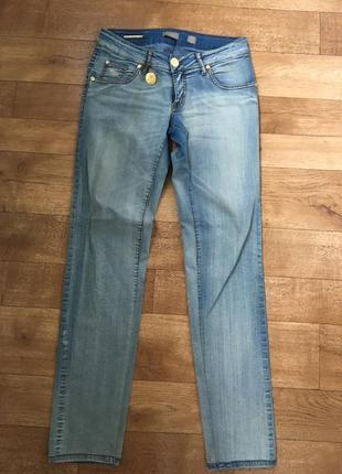 Джинсы италия. джинсы marani. голубые джинсы