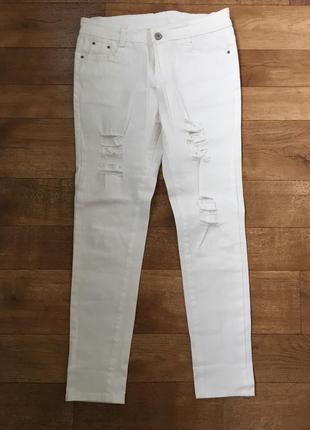 Рваные джинсы. белые джинсы. джинсы с заниженной талией.
