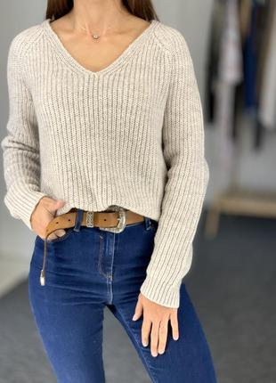 Теплый шерстяной свитер с вырезом h&m 36
