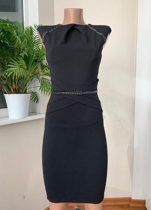 Чёрное платье футляр