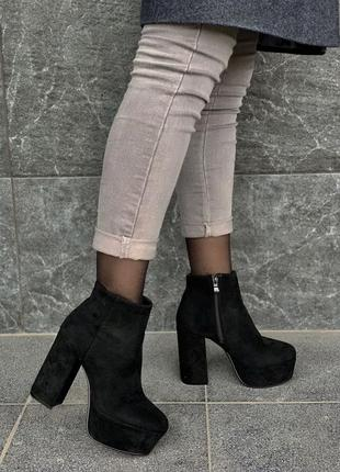 Шикарные ботинки на каблуке