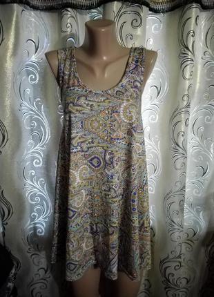 Симпатичное летнее платье с абстрактным принтом boohoo