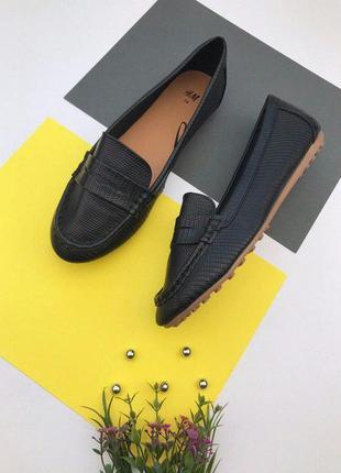 Женские туфли под змеиную кожу от h&m