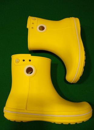 Резиновые сапоги crocs jaunt shorty boot w6