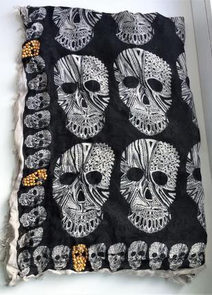 Стильный шарф с черепами avant premiere , вискоза платок