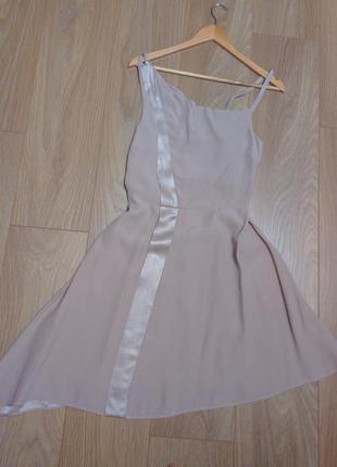 Платье бежевое с атласной вставкой