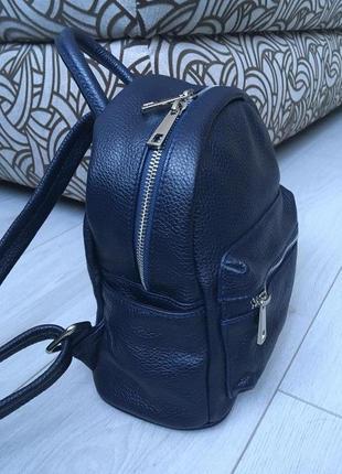Темно-синий компактный городской рюкзак из натуральной кожи