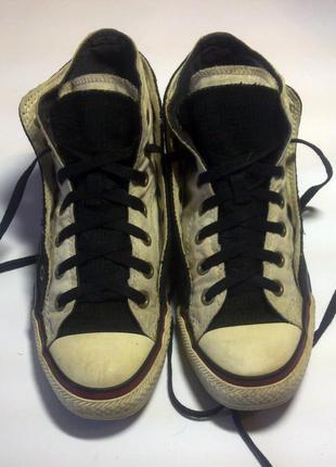 Converse з подвійною шнуровкою.