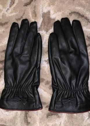 Перчатки чёрные кожаные