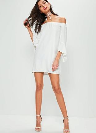 Стильное платье со спущенными плечами и воланами missguided ms676