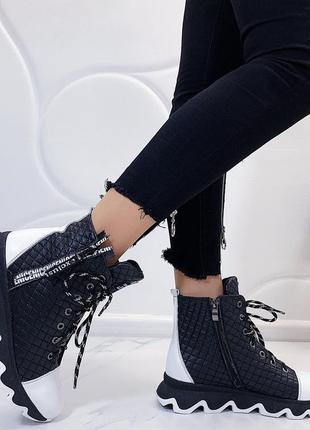 Новые женские кожаные осенние чёрно-белые ботинки