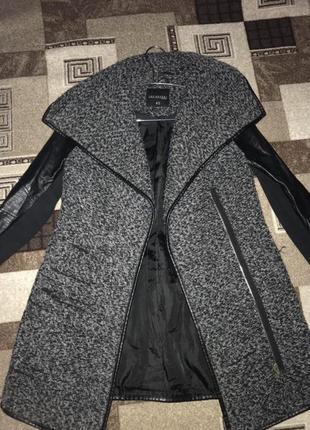 Пальто с кожаными рукавами замкожа
