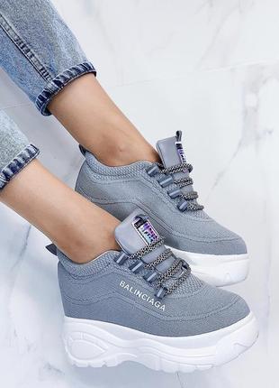 Новые шикарные женские серые кроссовки сникерсы