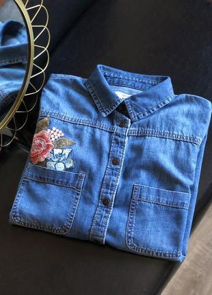 Джинсовая рубашка с аппликацией
