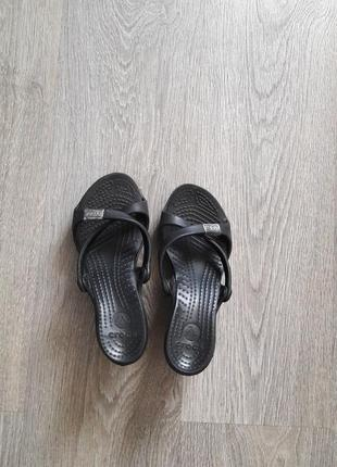 Кроксы на каблуке