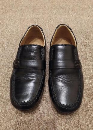 Шкіряні туфлі для хлопчика.
